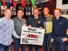 Postduivenvereniging schenkt Bergh in het Zadel 4.500 euro