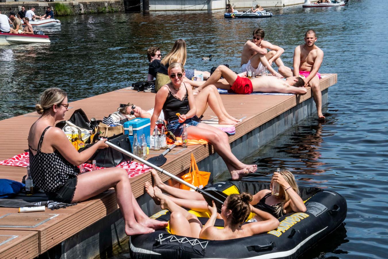 Warme hemelvaartsdag in Tilburg: langs de waterkant