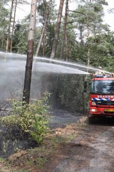Brandweer rukt uit voor bosbrand in Baarn