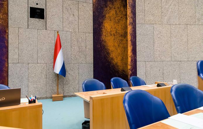 De Nederlandse vlag in de Tweede Kamer.