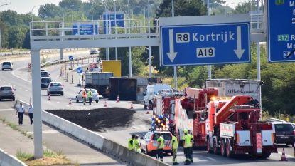 Automobilisten in file krijgen water na gekantelde truck op A19