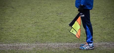 Arnhemse voetballer schaamt zich: 'Schopte grensrechter tegen zijn hoofd'