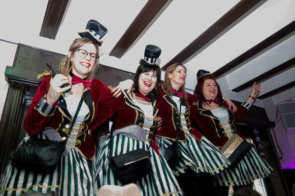 Ondanks de tegenslag bouwden de carnavalisten toch een feestje in Zichem.