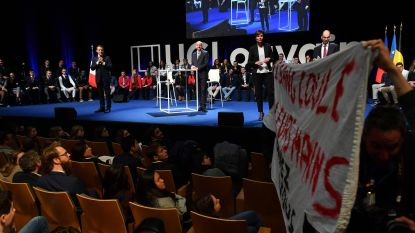 "VIDEO. Studenten verstoren debat met Macron en Michel aan Waalse universiteit: ""U bent een leugenaar"""