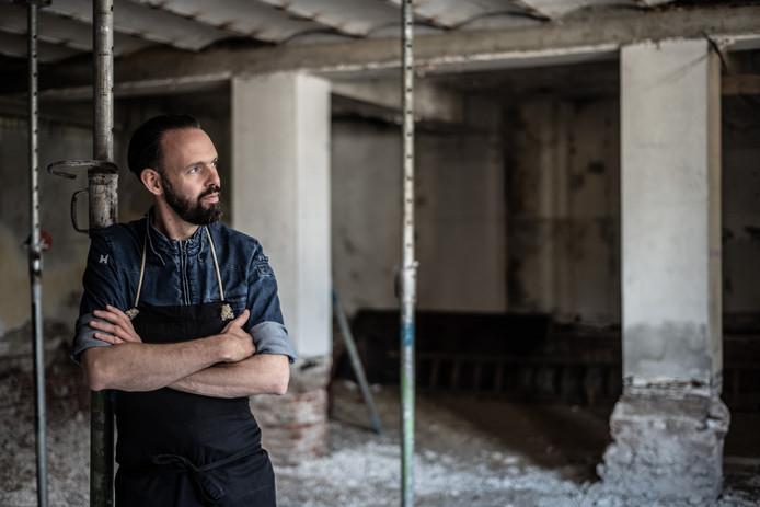 Chek-kok Emile van der Staak, bekend van restaurant De Nieuwe Winkel en nu bezig met een nieuwe zaak op de Hessenberg, gaat koken met ingrediënten uit het voedselbos van Wouter van Eck.