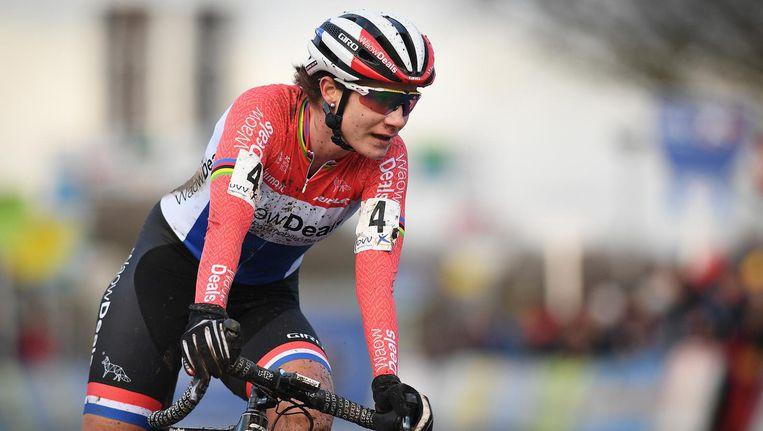 Marianne Vos komt over de finish van de Scheldecross Beeld belga