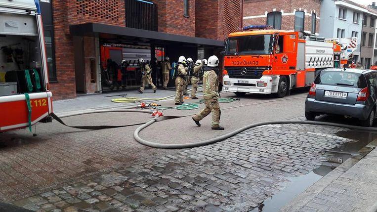 De brandweer in actie aan het sushirestaurant.