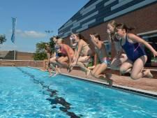 SP: 'Bespottelijk dat Gouds zwembad 's avonds dicht is'