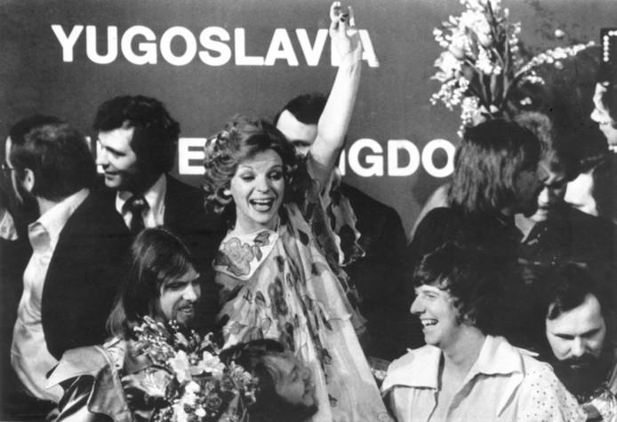 Teach-In viert de Songfestival-winst van 1975. In het midden Getty Kaspers.