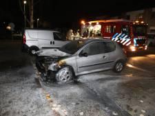 Geparkeerde auto in Ede door brand verwoest
