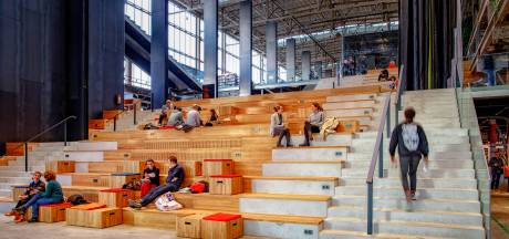 Gamen, overleggen, lezen en leren: al voor opening is het spitsuur in Tilburgse LocHal