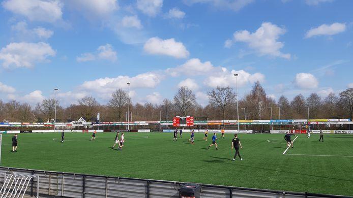 Berkum kiest vanwege de coronacrisis en een capaciteitsprobleem voor avondwedstrijden van het eerste elftal.