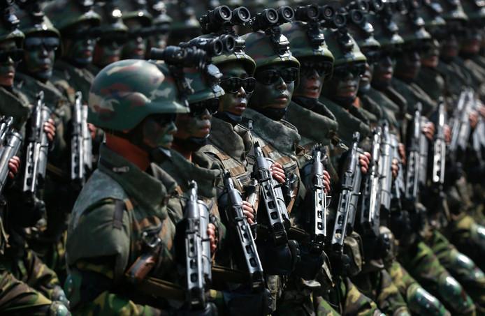 Lunettes standard et armes peintes.