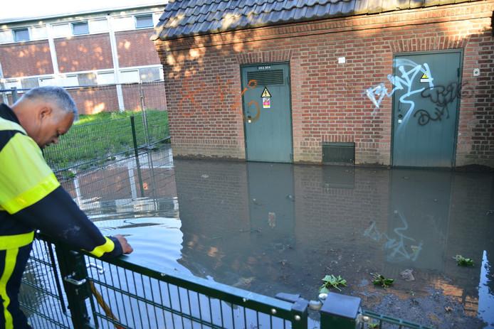 Flinke laag water bij elektrohuisje in Etten-Leur.