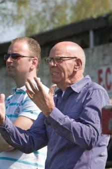 AVW'66 en Eendracht Arnhem 'herdenken' overleden voetbaltrainer Jaap de Knegt op website