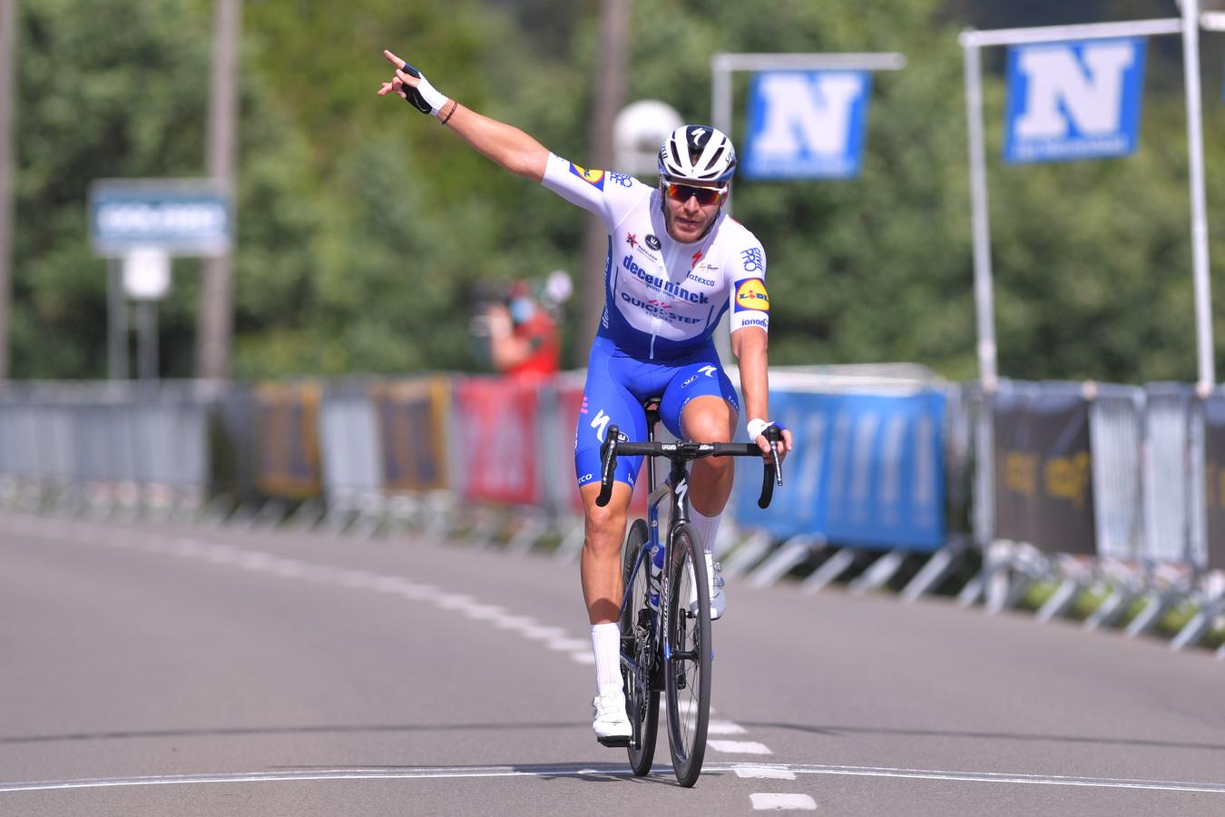 Florian Sénéchal  van Deceuninck - Quick-Step komt als eerste over de streep bij de Grote Prijs Vermarc.