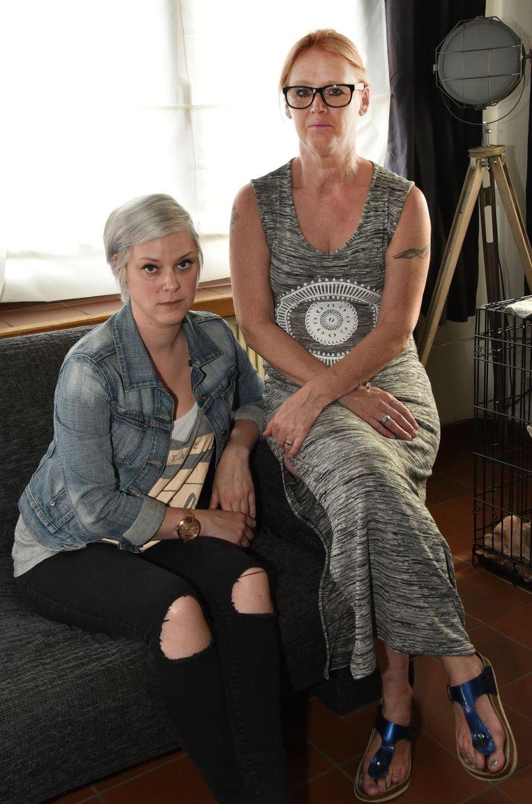 Zus Mariska en mama Betty.