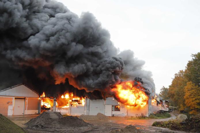 De brand in de caravanstalling in Oeffelt.
