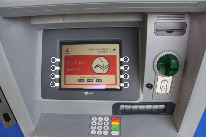 De nieuwste truc om geld te ontfutselen bij een geldautomaat is toegepast bij enkele Rabo-automaten in oa Ruurlo en Beltrum.