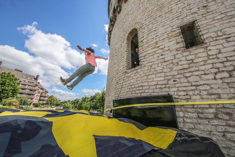 Vincent Van Quickenborne wil dat Paradise even spannend wordt als Play. Zo kon je tijdens Play uit een raam van de Broeltoren aan Dam springen. Om veilig op een luchtkussen te landen.