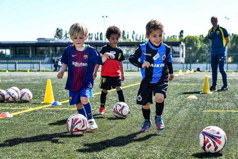Voetballertjes van Jong Sint-Gillis.