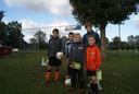 Eef Kerkhof valt als jeugdspeelster al op. Hier staat de Millse tussen Jannes van Dijk (links), Rick Maassen (tweede van links), Randy Bax (achter) en Stan Jacobs (rechts) na een voorronde voor het Nederlands Techniek Kampioenschap.
