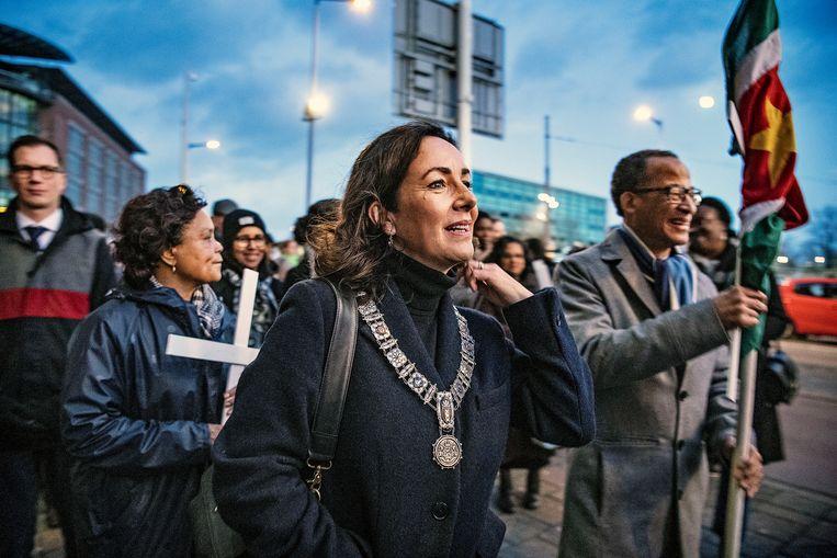 Burgemeester Femke Halsema van Amsterdam tijdens de herdenking van de 8-decembermoorden in 1982 door het regime Bouterse in Suriname.  Beeld Guus Dubbelman / de Volkskrant