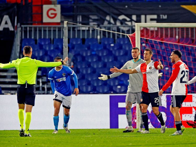 Alleen Servische arbiter slechter dan belabberd spelend Feyenoord