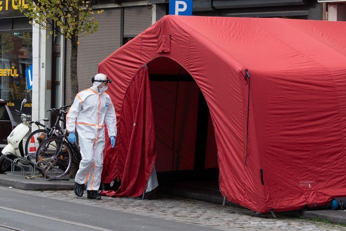 Kleermaker Mehmet Ozkaraman (54) uit de Brederodestraat in Antwerpen is woensdagvoormiddag op de stoep neergestoken door een kennis.