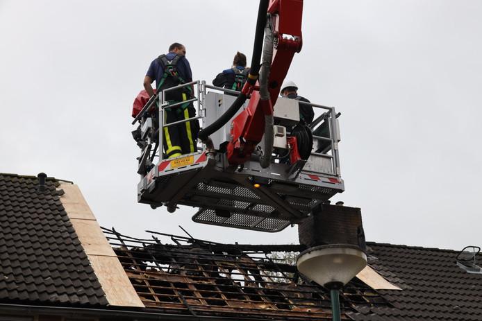 Dinsdag deden de politie en brandweer technisch onderzoek naar de brand.