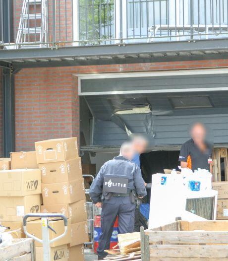 Inval in Ede: hele voorraad leverancier wietkwekerijen en levensgevaarlijk vuurwerk in beslag genomen