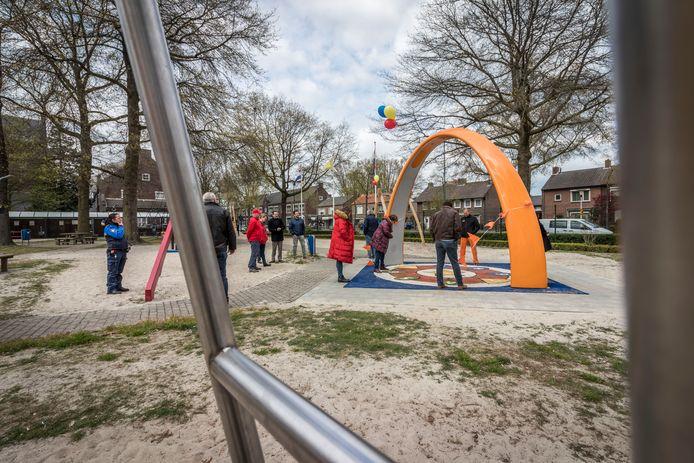 Vorig jaar werd een aantal nieuwe speeltoestellen geopend in de Leonardusspeeltuin in Helmond.