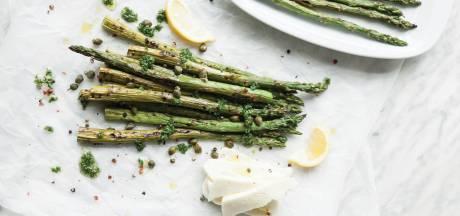 Wat Eten We Vandaag: Asperges met halloumi en peterseliedressing