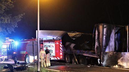Motorrijder sterft na klap tegen geparkeerde truck