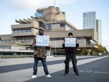 Handvol demonstranten bij protest tegen roetveegpieten in Terneuzen