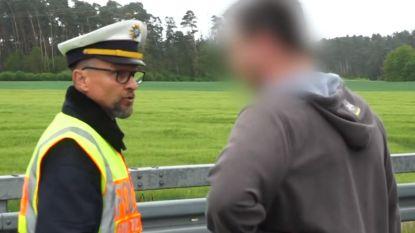 Duitse agent is het beu en toont verkeersdode aan ramptoeristen