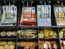 Kassameisje (20) geeft 'intimiderende klant' 23.000 euro