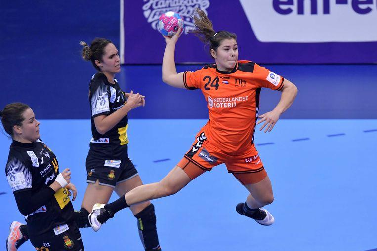 Martine Smeets met een doelpoging voor Nederland. Beeld ANP