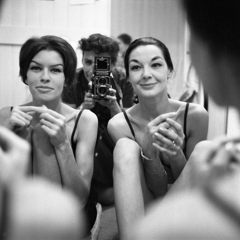 Maria Austria tussen twee mannequins, 1958 Beeld Maria Austria/MAI