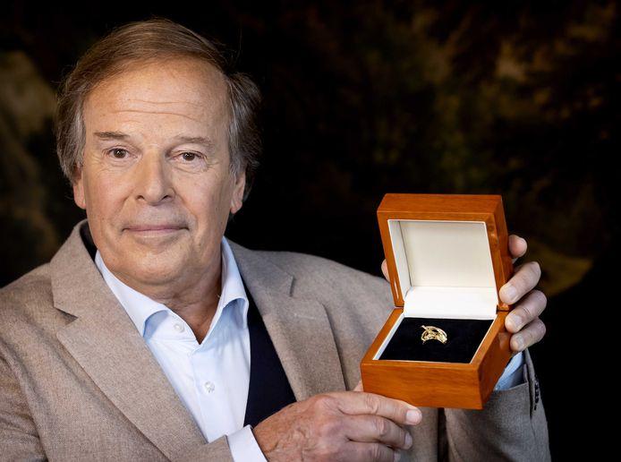 Ivo Niehe met de Televizier Oeuvre-Ring.