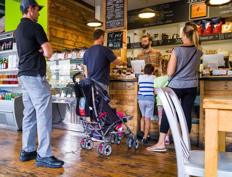 In steeds meer cafés en eettentjes in Amerika kunnen klanten alleen nog pinnen of met een creditcard betalen.  Beeld Alamy Stock Photo
