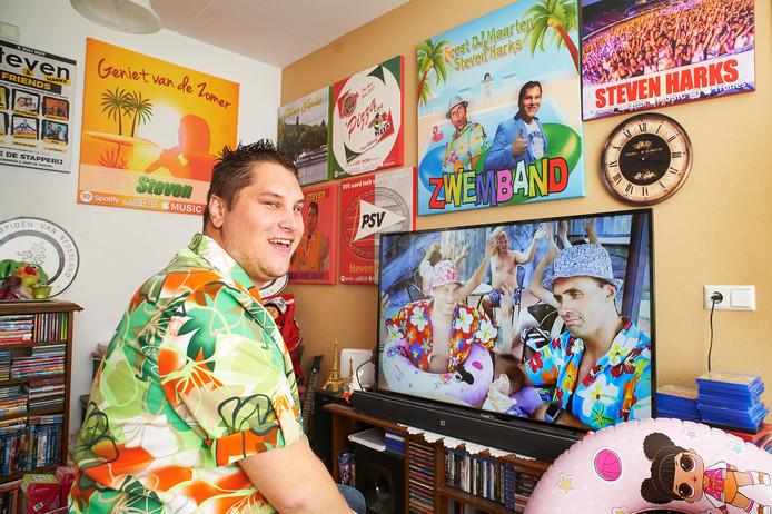 Steven Harks uit Veghel heeft een nieuwe hit, Zwemband, die onlangs op 538 werd gedraaid