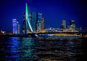 De Erasmusbrug kleurde groen-wit-groen nadat bekend werd dat het de gaststad wordt van het Eurovisie Songfestival 2020.