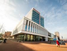 Gemeente Almelo: 'ondanks bezwaren hoeven serre en schutting niet weg'