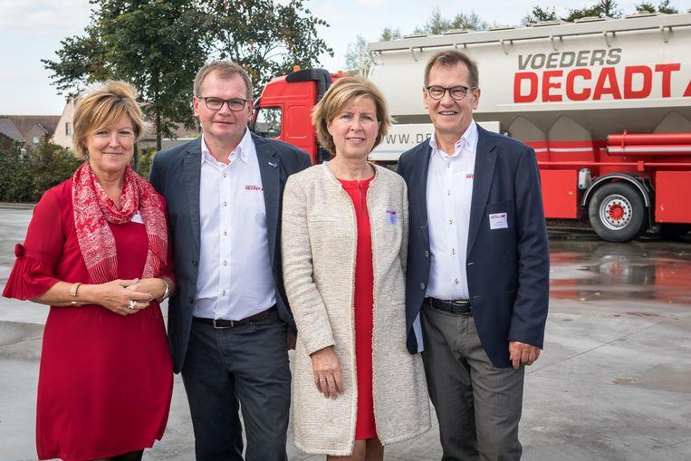 Yvette Lefevre,  Marc Decadt, Lieve Wyseur en Frank Decadt nemen sectorgenoot Voeders Denys uit Lichtervelde over.