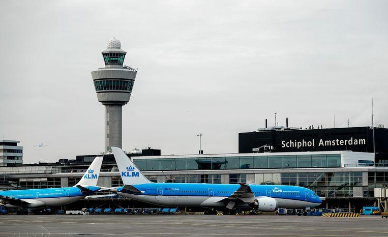 Minister Van Nieuwenhuizen (Infrastructuur en Waterstaat) werkt aan een regel om luchtvaartmaatschappijen die meer bijdragen aan het wereldwijde netwerk van bestemmingen, zoals KLM, te bevoordelen bij de verdeling van vliegrechten. Beeld ANP