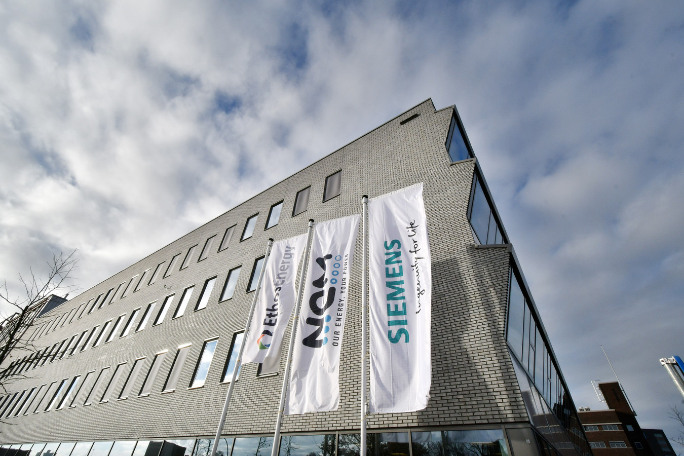 De onzekerheid over hun toekomst sloopt volgens de vakbond 'het personeel van Siemens en NEM emotioneel'
