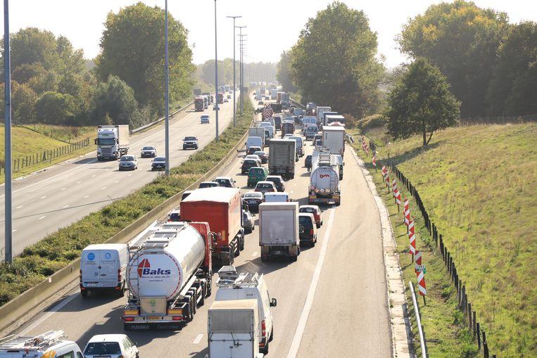 Door het ongeval was het een uur lang aanschuiven tussen Haasdonk en Waasmunster.