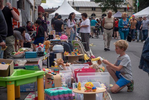 ARCHIEFBEELD: Jeugd en rommelmarkt op de He-Melse Feesten in Melle.