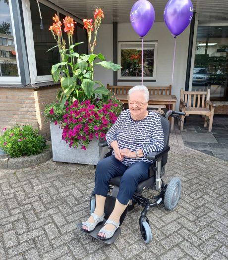 'Vrienden' verrassen Livio-locatie Saalmerink met elektrische rolstoel